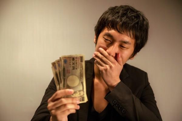 https---www.pakutaso.com-assets_c-2015-05-NKJ56_mankenmottekuchiwokakusu-thumb-1000xauto-15385 (3)