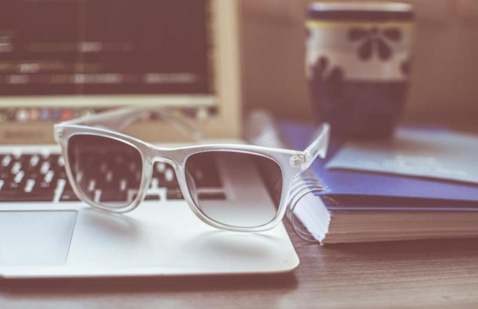 sunglasses_summer_macbook_Free_Stock_Photo_-_StockSnap_io